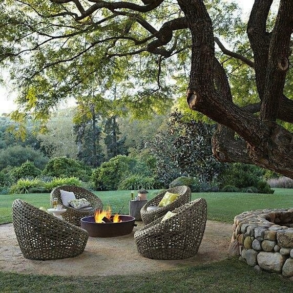 Unique seating ideas for around the fire pit - Types fire pits cozy outdoor spaces ...