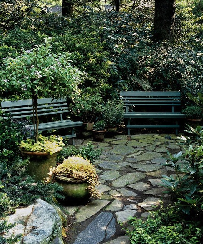 10 Enchanting Garden Bench Ideas