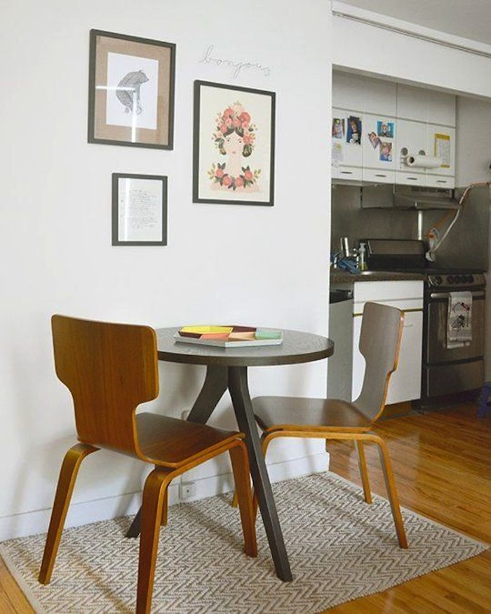 Breakfast table ideas for small spaces artisan crafted for Small apartment kitchen table