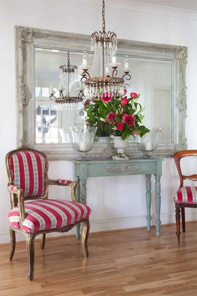 Living Room Console Table Ideas & Tips