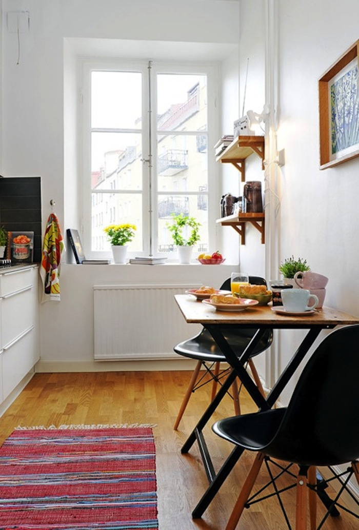 Breakfast table ideas for small spaces for Small apartment kitchen table